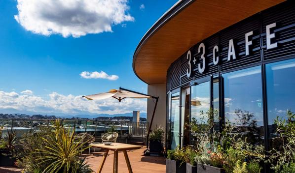 【藤沢】3+3CAFEがFプレイス6Fにオープンしたみたい。テラス席からは江ノ島と富士山を見渡す。